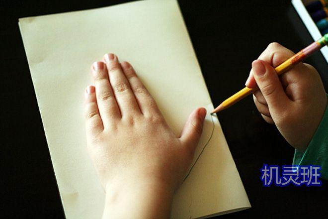 大班简单手工:怎么剪纸贴画手套(步骤图解)2