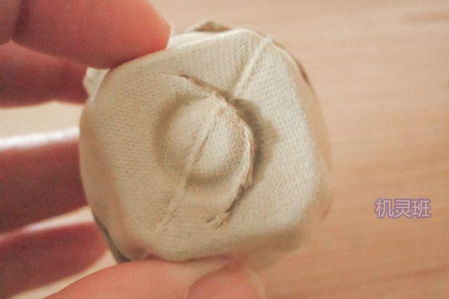 手工立体小动物:鸡蛋托制作吃竹子的大熊猫(步骤图解)3