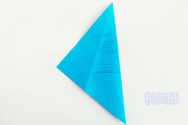 儿童手工海洋动物:怎么用彩色A4纸简单剪纸会动的鲤鱼(步骤图解)5